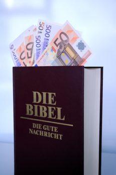 """Keine gute Nachricht: Öffentliche Gelder für """"Bibelschulen"""", Foto: Esther Storch / pixelio.de"""
