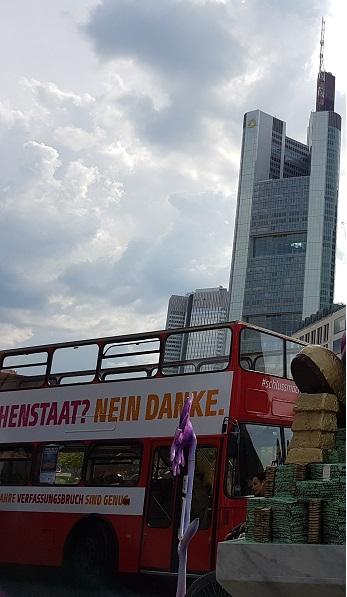 Buskampagne in Frankfurt. (Foto: Michael Schmidt-Salomon)