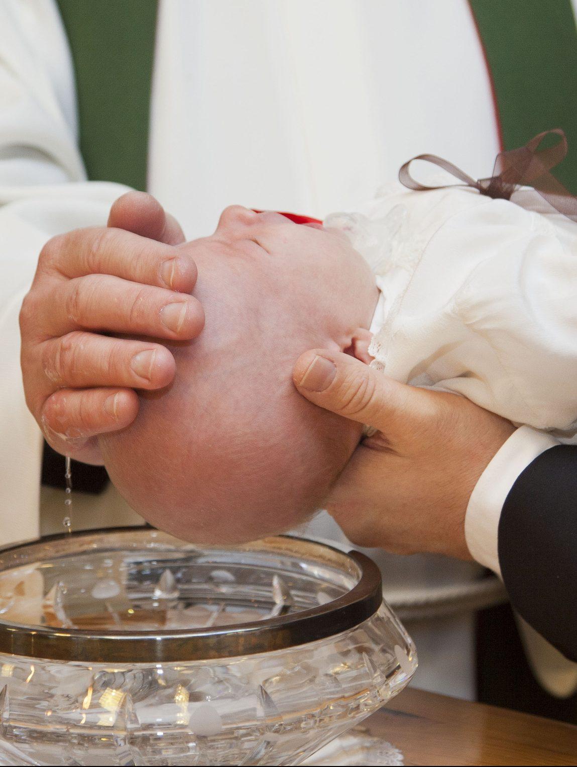 Kinder zu taufen, solange sie noch nicht selbst entscheiden kˆnnen, ist ein Eingriff in deren Selbstbestimmungsrecht, Foto: Pixabay