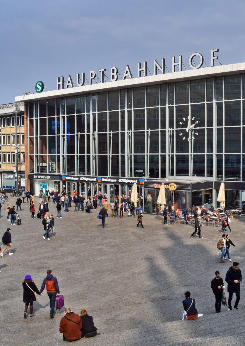 Silvester 2015 fand vor dem Kölner Bahnhof ein Gewaltexzess gegen Frauen statt, Foto: pixabay.com