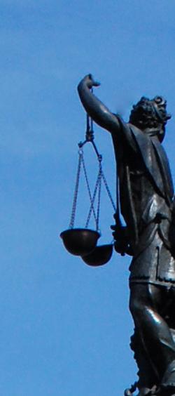 Die Justitia trägt die Waage und die Augenbinde - Zeichen der Neutralität, Foto: Nicole Thies